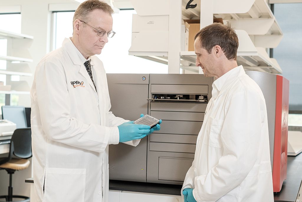 Scientists performing genetic diagnostic testing